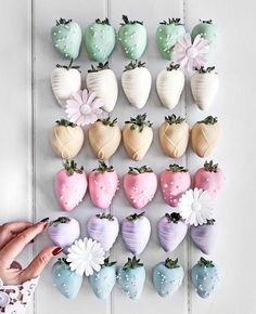 Hot chocolate in the West Indies - Clean Eating Snacks Chocolate Covered Treats, Chocolate Dipped Strawberries, Kreative Desserts, Cute Baking, Rainbow Food, Strawberry Dip, Chocolate Hearts, Easter Treats, Cute Cakes