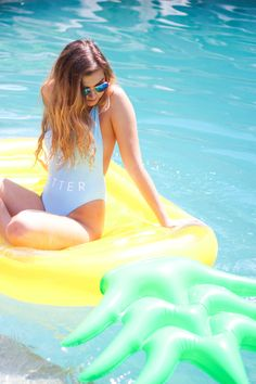 My Favorite Summer Pool Floats | Summer trends, swan pool float, flamingo pool float, donut pool float daily dose of charm lauren lindmark