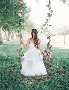 Romantic Hawaiian Wedding at Puakea Ranch: Alexis + Ben - Green Wedding Shoes Romantic Wedding Receptions, Wedding Reception Decorations, Romantic Weddings, Wedding Venues, Wedding Swing, Dream Wedding, Wedding Day, Wedding Blog, Party Wedding