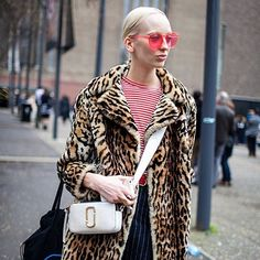 Lili Sumner wearing a Marc Jacobs Snapshot bag