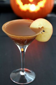 SMIRNOFF Kissed Caramel Flavored Vodka 1 & oz apple cider oz lemon juice Caramel sauce for rimming Apple slices for garnish PREPARATION Combine all ingredients in a Apple Cider Cocktail, Cider Cocktails, Vodka Drinks, Cocktail Drinks, Yummy Drinks, Cocktail Recipes, Beverages, Martinis, Cocktail Ideas