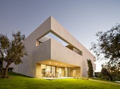 Villa Extramuros By Vora Arquitectur - The Villa Extramuros was built in Arraiolos, a small city north of Evora, the Capital of Alentejo, the largest province of Portugal well known for its unspoiled beautiful nature, historical treasures and quiet lifestyle. Villa Extramuros fell in love with this region and wanted to share passion with visitors. Villa Extramuros welcome you in a very contemporary villa, decorated with furniture and art from the 1950's until today, and with a parisian…
