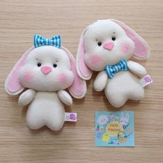 Mais uma dupla que se despede do ateliê, para encontrar pessoas especiais e proporcionar sorrisos!   .  .  .  #dinofiapo #pascoa2018 #bunny #handmadegifts #feitoamao #feitoamor Felt Crafts, Easter Crafts, Diy And Crafts, Crafts For Kids, Felt Animals, Animals For Kids, Diy Shrink Plastic Jewelry, Felt Penguin, Diy Ostern