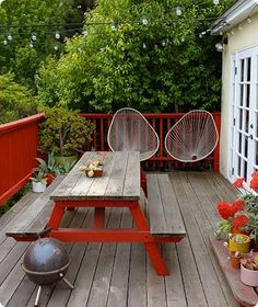 Give that old picnic table a pop of color!