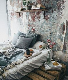 Bohemian Bedroom Decor Ideas - Discover bohemian bedrooms that will inspire you to revamp your space this spring. Vintage Home Decor, Diy Home Decor, Gypsy Home Decor, Decoration Crafts, Decorations, Bohemian Bedroom Decor, Boho Bed Room, Deco Boheme, Home And Deco