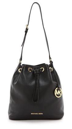Michael Kors Jules Drwastring Bucket Bag - Black & Gold Mk Handbags, Handbags Michael Kors, Fashion Handbags, Michael Kors Bag, Boho Fashion Indie, Mauve, Michael Kors Designer, Michael Kors Outlet, Mk Bags