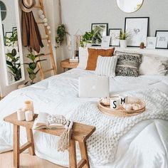 Loving these boho vibes for a bedroom! What do you think? Is it cosy enough?