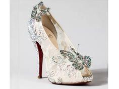 Dos contos de fadas para a vida real: Designers famosos recriam sapatinho de cristal de Cinderela | Virgula  Cinderela 9 Feito por Manolo Blahnik
