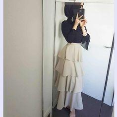 Skirt outfits hijab abayas New ideas Hijab Outfit, Hijab Dress Party, Muslim Fashion, Modest Fashion, Skirt Fashion, Fashion Outfits, Trendy Fashion, Modest Dresses, Modest Outfits