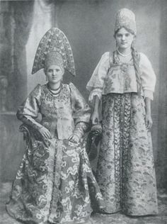 Женщины из семьи купца. Городец, Нижний Новгород. Конец XIX века./ Women from merchant's family. Nizniy Novgorod.
