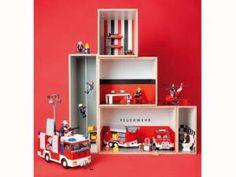 "Ausstattung: Playmobil und Lego; Toilette und Waschtisch: <a href=""http://www.haseweiss.de"" class=""inlinelink"" target=""_blank"">www.haseweiss.de</a>"