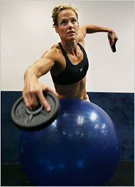 A nine-time Olympic medalist, Dara Torres trains on the cutting edge so that her personal pharmacy does not have to be. Sprint Triathlon, Triathlon Training, Marathon Training, Strength Training, Ironman Triathlon Motivation, Triathlon Women, Swimming Drills, Swimming Tips, Swimming Workouts