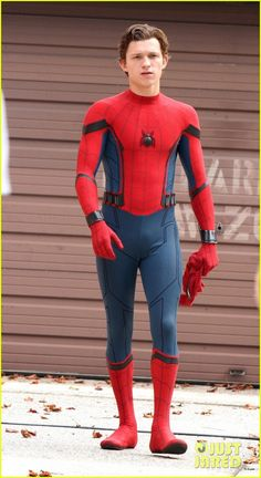 Full Sized Photo of tom holland looks buff while filming spiderman in Marvel Comics, Marvel Dc, Joss Whedon, Spider Man Homecoming 2017, Spiderman Costume, Spiderman Homecoming Costume, Street Film, Tom Holland Peter Parker, Amazing Spiderman