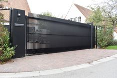 House Fence Design, Fence Gate Design, Grill Door Design, Front Gate Design, Main Gate Design, Driveway Design, Entrance Gates, House Entrance, Gate For Home