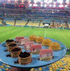 Adoçando a torcida. #maracanã #viniciusrojo  @peccatigelato