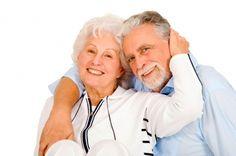 pareja mayor en internet