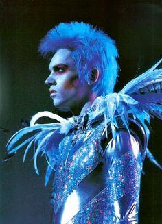 Jonathan Rhys Meyers as Brian Slade in Velvet Goldmine (dir. Todd Haynes, 1998).