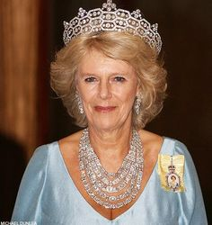 "As with her choice of the largest most elaborate tiara (Greville Boucheron ""Honeycomb"") she chose the largest most elaborate necklace as well: the Greville Cartier Festoon necklace. Can we say ""gold digger"" together?"