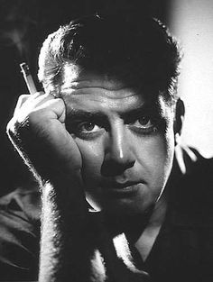 Perry Mason (Raymond Burr) ld loves this photo . Mason Raymond, Raymond Burr, Classic Hollywood, Old Hollywood, Hollywood Icons, Hollywood Actor, Radios, Perry Mason Tv Series, The Neighbor