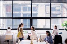 Desain kantor ternyata mempengaruhi perilaku dan juga cara berpakaian karyawan.    #kantor #desainkantor
