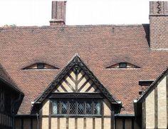 Faces on buildings | Photograph via Buzzfeed | via @pikaland