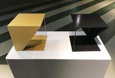 Ein multifunktionaler kleiner Tisch, welcher als Nachttisch aber auch als Beistelltisch benutzt werden kann. Mit seinem modernen Design ist der Nachttisch ein Schmuckstück für jeden Raum und es passt in jedes Wohnkonzept. Erhältlich in allen RAL-Farben.