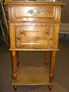 Beautiful Napoleon III style Walnut Nightstand with Marble Top, from South East of France    Circa 1880/1920.    Dimensions: W.17''-D.15''-H.31''