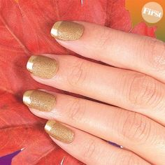 DIY Nails Art / DIY Slim Hands with a Golden French - Fereckels