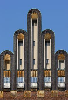 Wedding tower, Mathildenhöhe, Darmstadt, Germany by Joseph Maria Olbrich Art Deco Buildings, Unique Buildings, Interesting Buildings, Vase Design, Art Deco Design, Art Nouveau, Architecture Details, Interior Architecture, Arte Art Deco