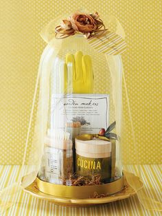 Bundle together a gardener's favorite items for a gift they'll love. See more simple gift ideas: http://www.bhg.com/crafts/easy/30-minute-projects/super-quick-gifts-to-make/#page=25