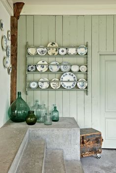 Green vases and a green plate rack on the wall | Syling @femkeido | Photographer James Stokes | vtwonen February 2015