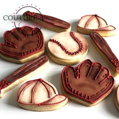 Vintage Baseball Set By Couture Confections… Baseball Glove Cake, Baseball Cookies, Baseball Snacks, Basic Cookies, Cute Cookies, Cupcake Cookies, Cupcakes, Set Cookie, Cookie Pops