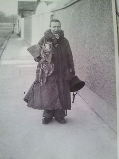 Old Dublin character Johnny Forty Coats. This man could often be seen on the 44 bus to Enniskerry and always insisted on sitting in the same seat. Old Irish, Irish Celtic, Gaelic Irish, Dublin Ireland, Ireland Travel, Old Pictures, Old Photos, Dublin City, Dublin Street