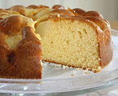 Apple Yoghurt Cake is a low fat recipe that uses yoghurt in place of butter/oils. Decorated with apple pieces and glazed with apricot jam, it is delicious. Healthy Apple Cake, Apple Cake Recipes, Easy Cake Recipes, Cookie Recipes, Dessert Recipes, Healthy Food, Yummy Recipes, Healthy Eating, Healthy Recipes
