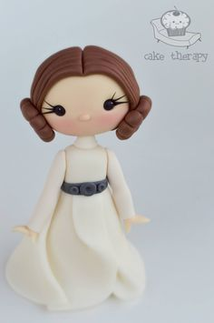 Cake Therapy - Star Wars Cake - Ideas of Star Wars Cake - Cake Therapy Star Wars Cake Toppers, Fondant Cake Toppers, Fondant Cakes, Cupcake Cakes, Star Wars Birthday, Star Wars Party, Bolo Star Wars, Fondant Decorations, Fondant Tutorial