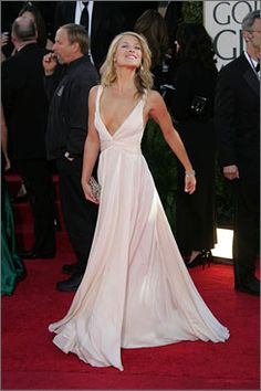 Ali Larter confessed she felt she looked her absolute best when she donned this Reem Acra gown to the globes. This gown definitely mirrors Jennifer Anniston's style as well.