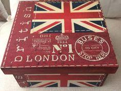 Caja hecha a mano London por RN Decoupage Box, Decoupage Vintage, Antique Mailbox, Pretty Box, Cool Diy Projects, Casket, Tissue Boxes, Trinket Boxes, Wooden Boxes