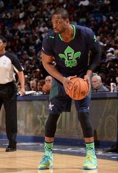 Dwyane Wade wearing Li-Ning Way of Wade 2 All-Star Dwyane Wade Shoes, Michael Jordan Poster, Nba Miami Heat, Basketball Is Life, Usa Sports, Shoes 2014, Big Star, Sporty, Stars