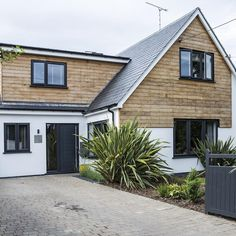 Phil Spencer house viewing tips as heard in his MoveIQ podcast Modern Bungalow Exterior, Modern Farmhouse Exterior, Dream House Exterior, Simple House Exterior Design, House Extension Plans, House Extension Design, Extension Ideas, House Cladding, Exterior Cladding