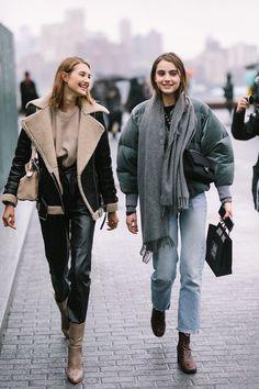 Damenmode – New York Fashion Week, Herbst / Winter # Mode # Mode # Sommer Mode # Sommer - Street-Style Street Style Outfits, Looks Street Style, Nyfw Street Style, Looks Style, Street Wear, Madrid Street Style, Nyfw Style, Street Chic, Fashion Mode