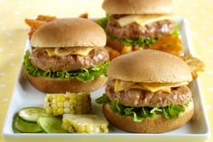 Make tasty & easy turkey sliders with JENNIE-O® Ground Turkey! You'll taste the deliciousness of a cheeseburger in miniature turkey patty form. Turkey Burger Sliders, Ground Turkey Burgers, Bbq Burger, Southwest Turkey Burger Recipe, Turkey Burger Recipes, Healthy And Unhealthy Food, Healthy Cooking, Healthy Eating, Healthy Recipes