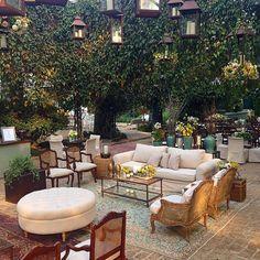 E hoje teve casamento na fazenda  Natascha  Henry @fazendavilarica @ricardodiaseventos @todadebranco @helpbar @bykamy @priag #rubensdecoracoes