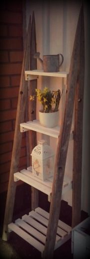 Heinäseiväs heinäseiväshylly / rustic shelf Pallet Shelves, Rustic Shelves, Pallet Furniture, Painted Furniture, Room For Improvement, Home Accents, Decoration, Diy Home Decor, Diy And Crafts
