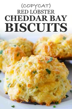 Make hot, buttery, garlicky Red Lobster Cheddar Bay Biscuits at home! Studded with melty Cheddar, packed with flavor, these copycat Red Lobster Biscuits are identical to the restaurant's coveted biscuit recipe. Easy to make and coming together (sta New Recipes, Baking Recipes, Favorite Recipes, Healthy Recipes, Kitchen Recipes, Cupcake Recipes, Recipies, Best Buttery Biscuit Recipe, Recipe For Red Lobster Cheddar Biscuits
