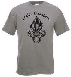 T-Shirt Legion Etrangere in der Farbe oliv. Auf ihm ist das Abzeichen, die siebenflammige Granate, der Fremdenlegion, die 1831 durch einen Erlass von König Louis-Philippe I. gegründet wurde, sowie der Schriftzug Legion Etrangere abgebildet. / mehr Infos auf: www.Guntia-Militaria-Shop.de