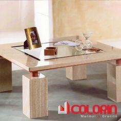 Mesa de Living con uso de marmol, vidrio y metal.
