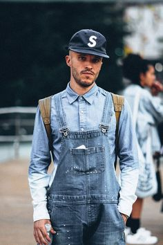 Check out this gorgeous denim street style from around the globe! Flares, double denim, denim overalls and skinny jeans are all present! Estilo Kardashian, Kardashian Style, Double Denim, Denim Fashion, Look Fashion, Male Fashion, Street Fashion, Fashion Trends, New York Fashion
