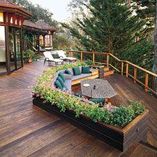 Large banc devant la terrasse arrière pour cacher le trou dessous la terrasse