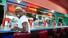 Alors que son nouveau film, Samba, sort en salles ce mercredi 15 octobre, la star d'Intouchables a accepté de raconter au journaliste américain Nathaniel Rich pourquoi il a décidé de quitter la France et de remettre sa carrière en jeu. http://www.vanityfair.fr/culture/cinema/articles/omar-sy-le-rve-amricain/16084