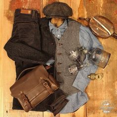 Maybe you will need a more festive outfit?- Maybe you will need a more festive outfit? Here is a little Inspiration…_______________Hatteras Harris Tweed Check Flat Cap Chore/Harris Tweed Jacket Vest in Twisted Heather Twill - Winter Hipster, Old Is Cool, Stylish Men, Men Casual, Harris Tweed Jacket, Tweed Vest, Tweed Outfit, Winter Rock, 1920s Outfits
